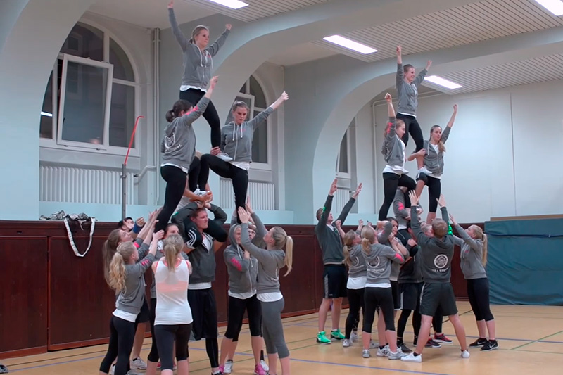 "Cheerleading at HSBA: ""The Elbpearls"""